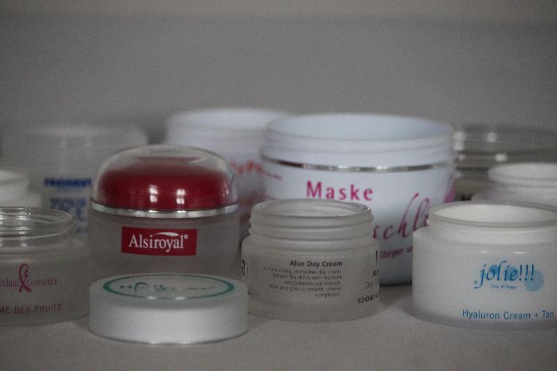 Kosmetik-Dosen im Siebdruck